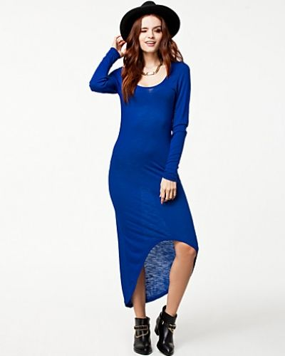 Långärmad klänning från Noisy May till dam.