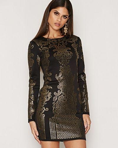 Till dam från NLY One, en svart miniklänning.