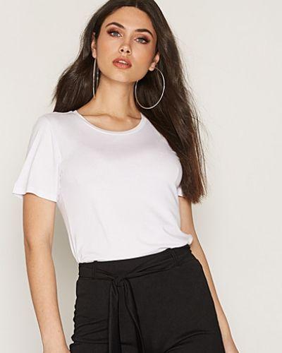 Till dam från NLY Trend, en vit t-shirts.
