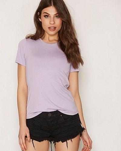 T-shirts från NLY Trend till dam.