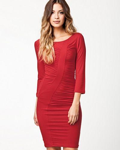 ed57faefc776 Fornarina - Perth Dress Red Stretch Rayon Dress. Fodralklänning Perth Dress  Red Stretch Rayon Dress från Fornarina