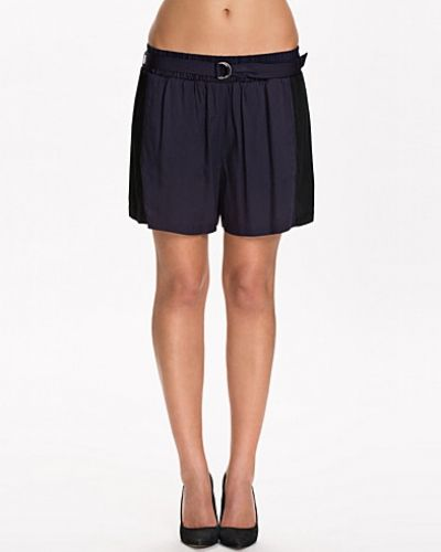 Till dam från Calvin Klein Jeans, en shorts.