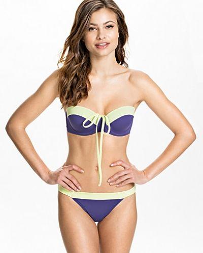 Till tjejer från Vero Moda, en blå bikini bh.