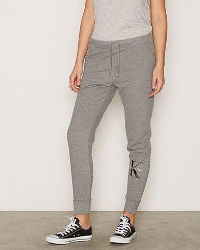 Byxa från Calvin Klein Jeans till dam.
