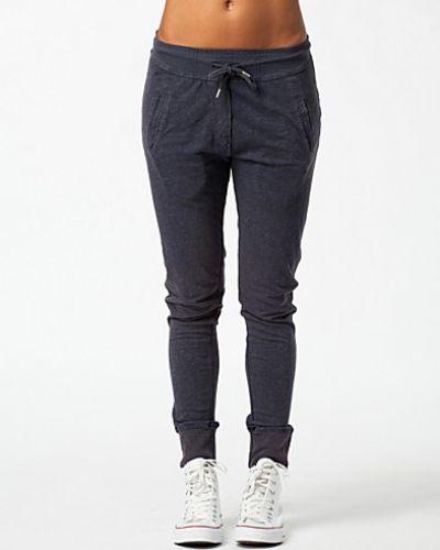 VILA shorts till dam.