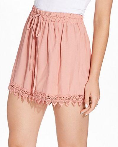 Pink Lace Hem Short Miss Selfridge shorts till dam.