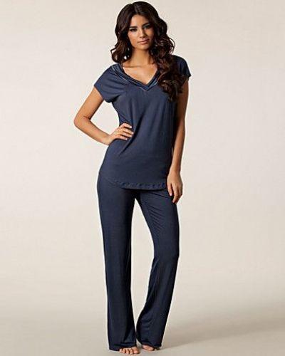 Till dam från Calvin Klein, en grå pyjamas.