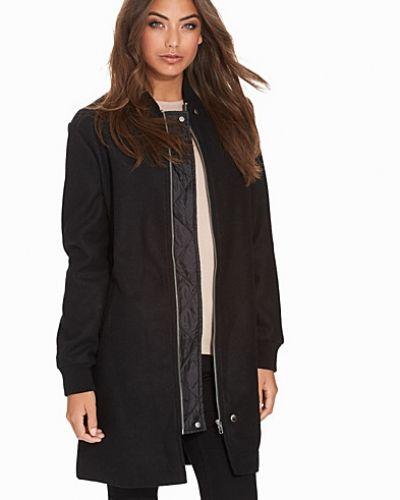 Till dam från NLY Trend, en svart kappa.