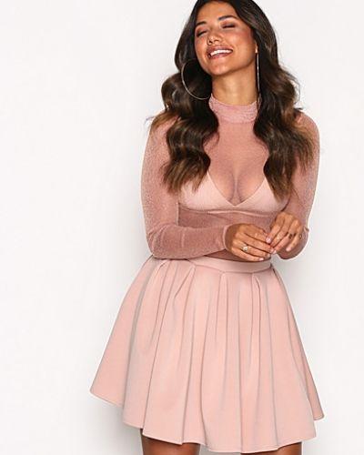 Minikjol från NLY One till kvinna.