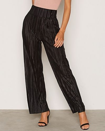 Byxa Pleated Wide Pants från NLY Trend