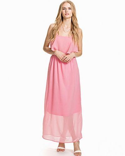Till dam från Rut&Circle, en rosa maxiklänning.