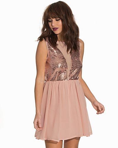 Till dam från Sally&Circle, en rosa klänning.