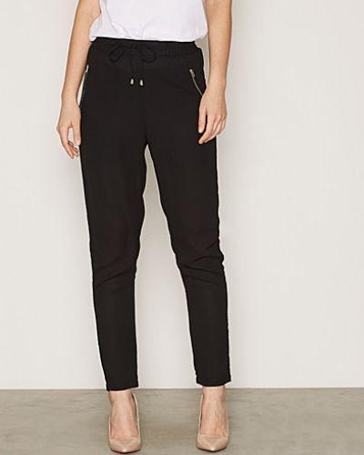 Byxa Prime Loose Pants från NLY Trend