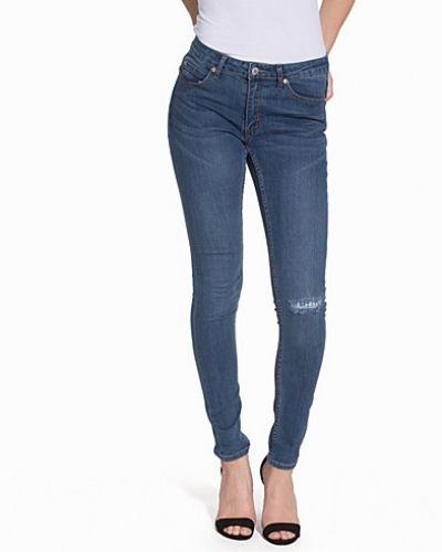 Till dam från Cheap Monday, en blå slim fit jeans.