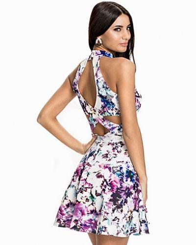 Flerfärgad klänning från NLY One till dam.