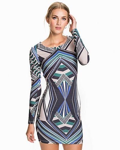 Till dam från NLY Trend, en miniklänning.
