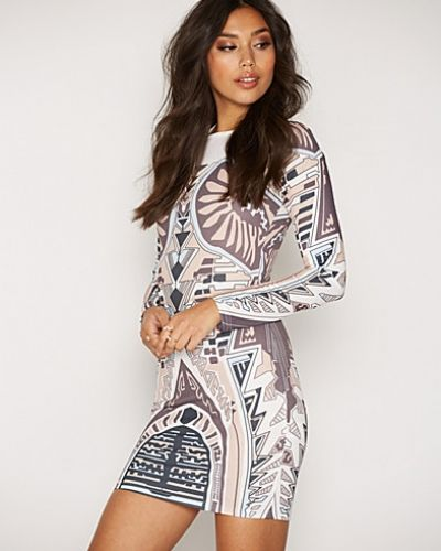 Till dam från NLY Trend, en flerfärgad långärmad klänning.