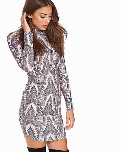 Printed Turtleneck Dress NLY Trend fodralklänning till dam.