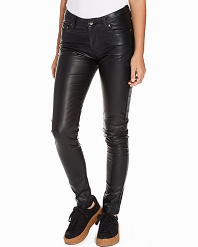 Byxa PU Skinny Pants från NLY Trend