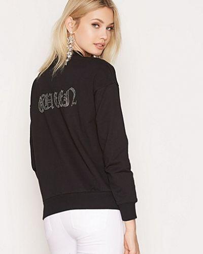 Till dam från NLY Trend, en svart sweatshirts.