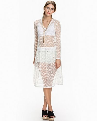 Relaxed Lace Dress NLY Trend studentklänning till tjejer.