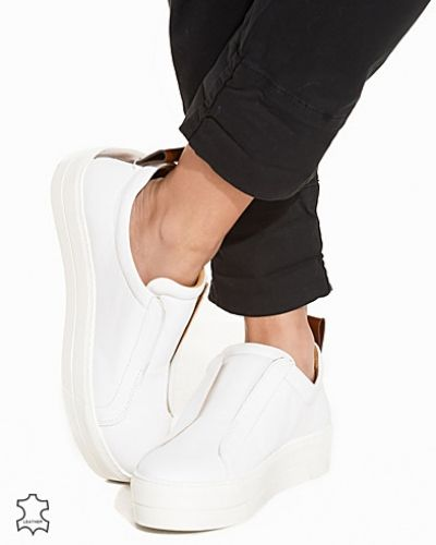 Till dam från By Malene Birger, en vit sneakers.
