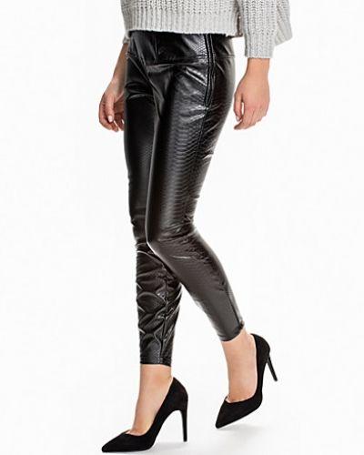 Läderbyxa Reptile Pants från NLY Trend