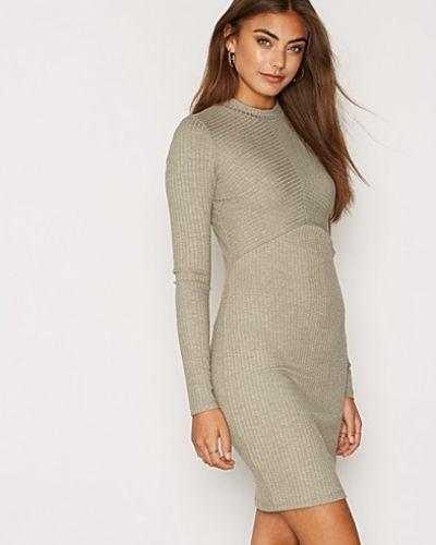Klänning Rib Pattern Dress från NLY Trend