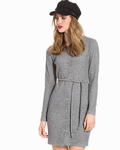 NLY Trend jerseyklänning till dam.