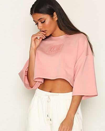 Till dam från Puma, en rosa oversize-tröja.
