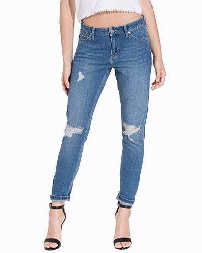 Ripped Lucas Boyfriend Jeans Topshop boyfriend jeans till tjej.