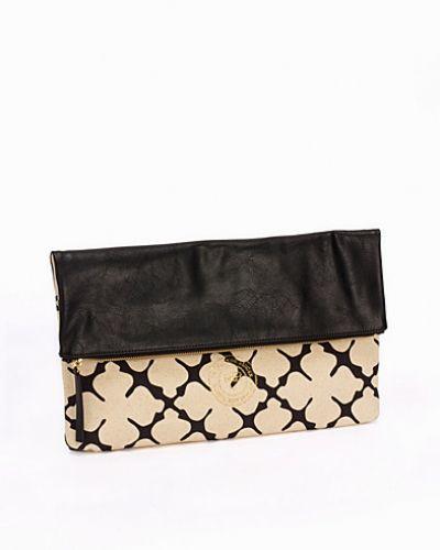 Creamfärgad kuvertväska från By Malene Birger till tjejer.
