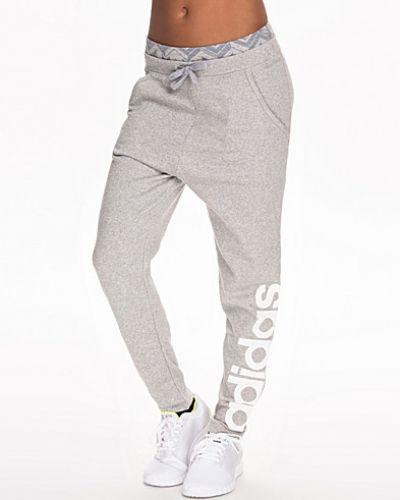 gråa adidas byxor