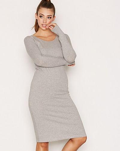 Till dam från American Vintage, en grå klänning.