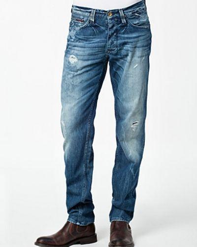 Till herr från Hilfiger Denim, en metallicfärgad straight leg jeans.