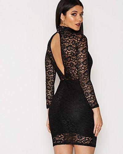 Till dam från TFNC, en svart festklänning.