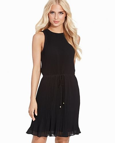 Till dam från MICHAEL Michael Kors, en svart klänning.