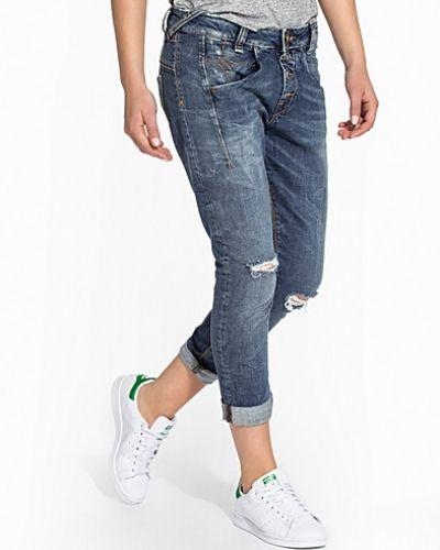 Sampey Fornarina boyfriend jeans till tjej.