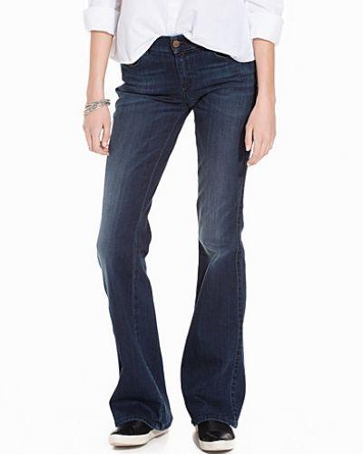 Blå bootcut jeans från Diesel till dam.