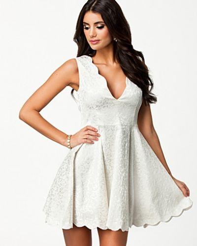 3bb03e2ffe14 Oneness - Scallop Edge Dress. Klänning Scallop Edge Dress från Oneness