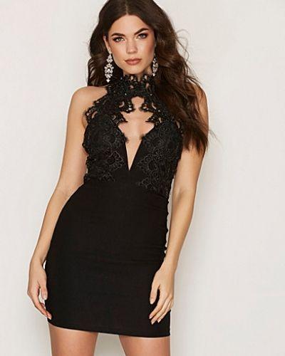 Till dam från Rare London, en svart fodralklänning.