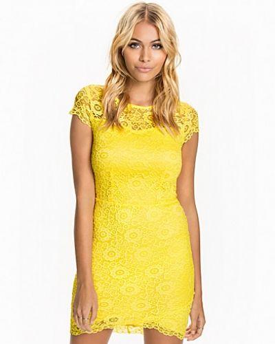 Scallop Lace Wrap Dress New Look festklänning till dam.