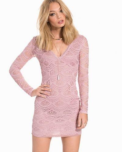 Scalloped Lace Dress NLY Trend klänning till dam.