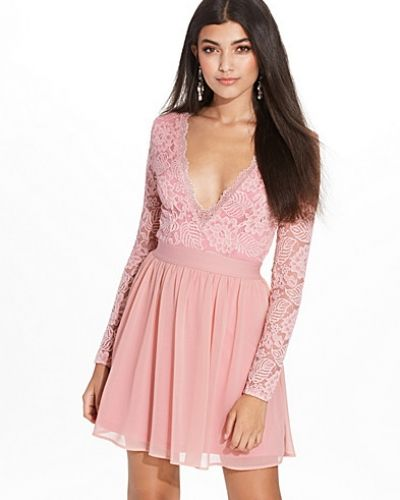 Klänning Scalloped Lace Prom Dress från NLY Trend