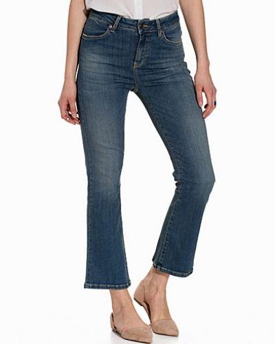 Bootcut jeans från J Lindeberg till dam.