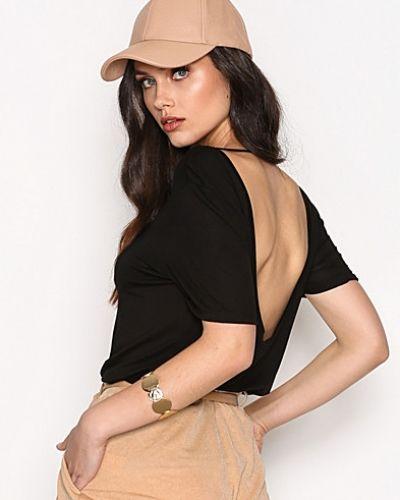 Till dam från NLY Trend, en svart t-shirts.