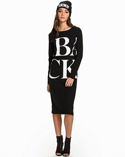 Till dam från Back, en svart klänning.