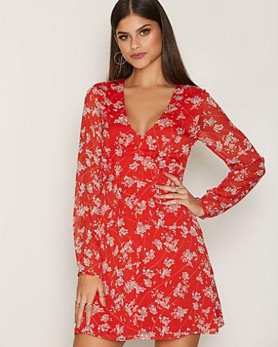 Klänning See Deep Dress från NLY Trend