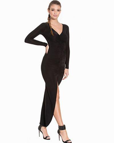 Till dam från Club L, en svart långärmad klänning.