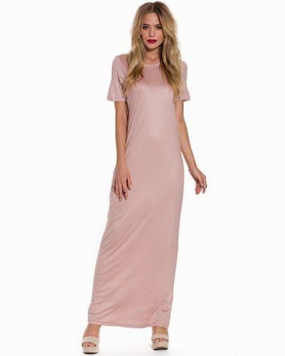 Rosa maxiklänning från Selected Femme till dam.